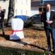1. Bürgermeister Bernd Höfer weiht den neuen Pöbel in Meeder ein. Ein neuer Baustein auf dem Sagenweg.
